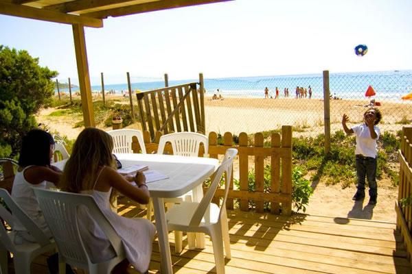 Camping Las Palmeras Tarragona terraza bungalow