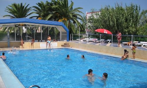 Campings con piscinas cubiertas o climatizadas for Camping con piscina cubierta