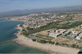 Platja Cambrils. Camping with direct access to the beach on the Costa Dorada.