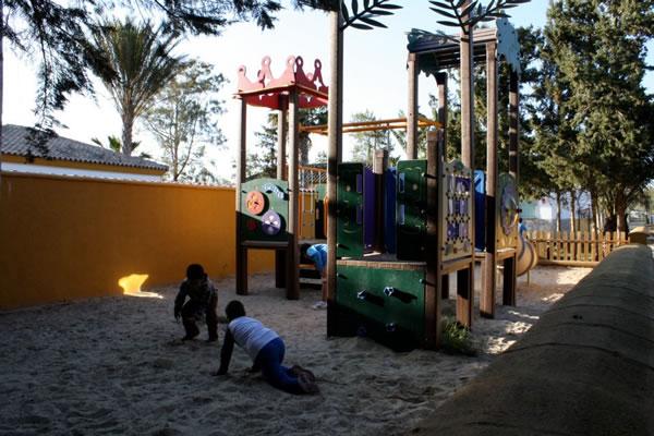 Camping Roche parque infantil
