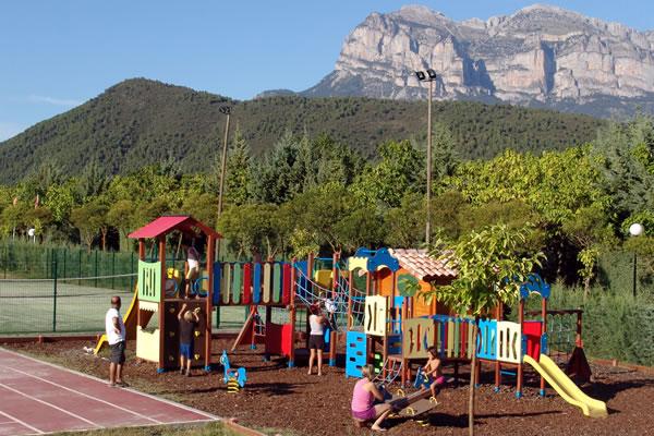 /campings/espana/aragon/huesca/pirineo-oriental/PeaMontaesa/pena-montanesa-7.jpg