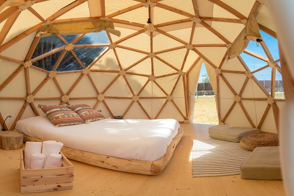 /campings/espana/catalunya-cataluna/barcelona/costa-de-barcelona-sur/Garrofer/camping-el-garrofer-domo-01.jpg