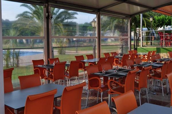/campings/espana/catalunya-cataluna/girona/costa-brava-centro/MasPatoxas/restaurant-terrace-custom-1280x720.jpg