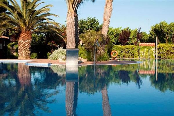 Camping les medes en l 39 estartit gu a vayacamping - Camping piscina climatizada catalunya ...