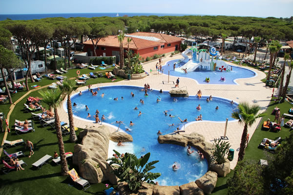 Camping bella terra en blanes gu a vayacamping Girona hotels with swimming pool