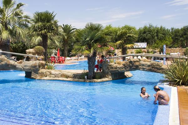 Camping solmar en blanes gu a vayacamping - Camping piscina climatizada catalunya ...