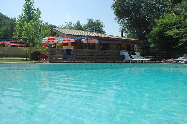 Camping Besalu piscina