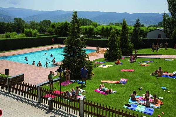 Camping stel puigcerd en puigcerd gu a vayacamping - Camping piscina climatizada catalunya ...