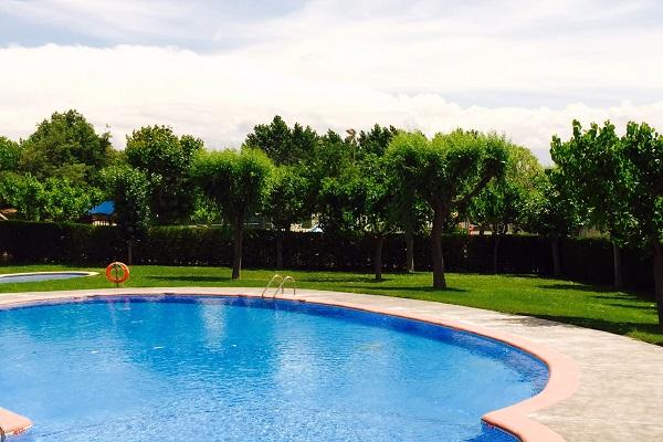 /campings/espana/catalunya-cataluna/lleida/lleida/ElSolsons/piscina-2015.jpg
