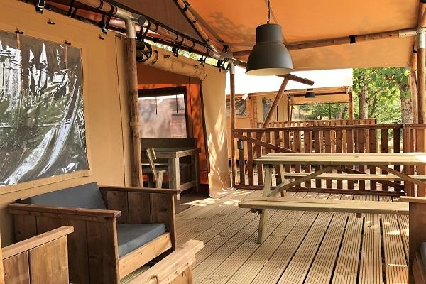 /campings/espana/catalunya-cataluna/lleida/lleida/ElSolsons/tienda-6p-terraza.JPG