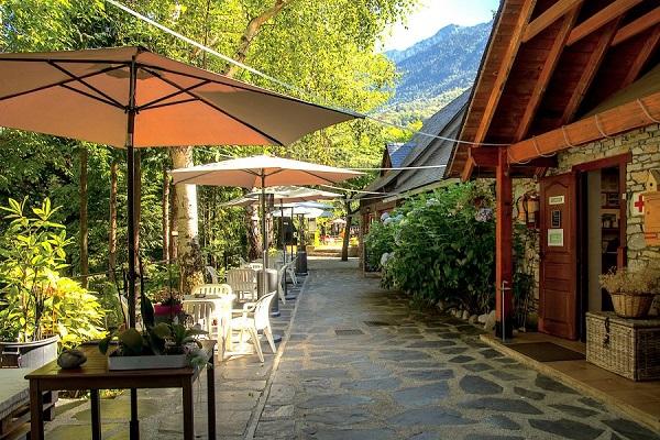 /campings/espana/catalunya-cataluna/lleida/pirineo/BeduraPark/bar-restaurante-8.jpg