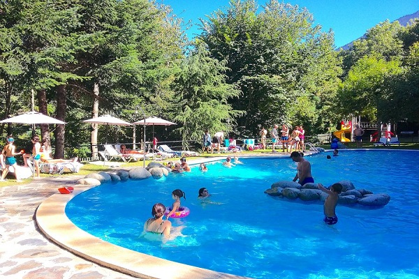 /campings/espana/catalunya-cataluna/lleida/pirineo/BeduraPark/piscina-5.jpg