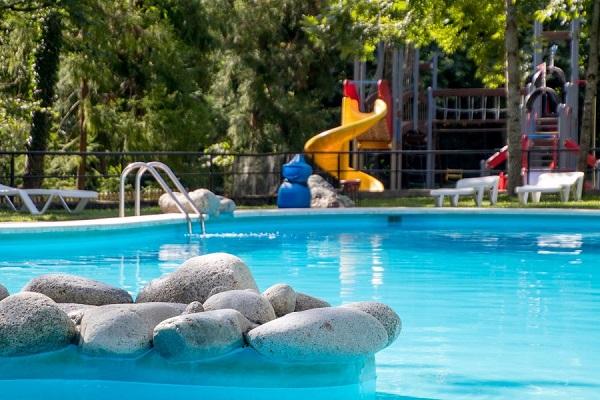 /campings/espana/catalunya-cataluna/lleida/pirineo/BeduraPark/piscina-7.jpg