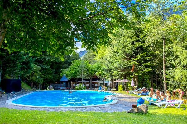 /campings/espana/catalunya-cataluna/lleida/pirineo/BeduraPark/piscina-8.jpg