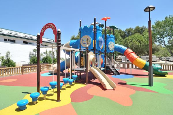 Camping Las Palmeras Tarragona parque infantil