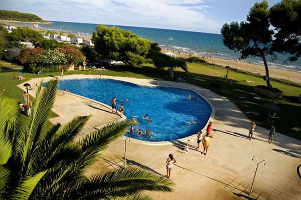 Camping las palmeras camping bungalow en tarragona gu a - Camping con piscina climatizada en tarragona ...