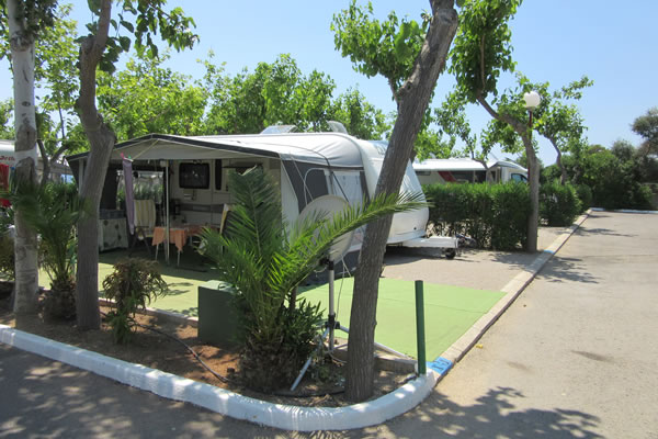 Camping playa tropicana en alcossebre gu a vayacamping for Camping con piscina climatizada en comunidad valenciana