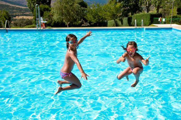 campings/espana/madrid/madrid/sierra-norte/MonteHoliday/piscina-en-sierra-de-madrid.jpg