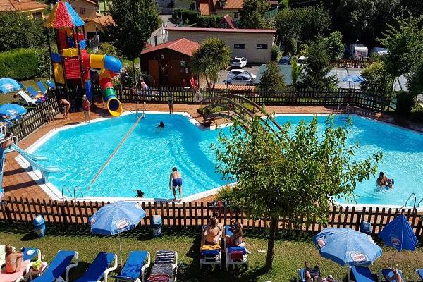 /campings/espana/principado-de-asturias/asturias/costa-verde-este/Ribadesella/camping-playa-ribadesella-piscina-exterior2.jpg