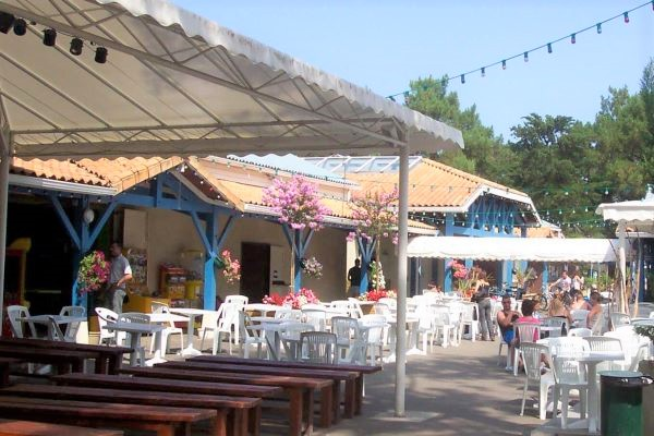/campings/francia/aquitania/landas/ClubMarinaLandes/restaurant-exterieur-camping-landes.jpg