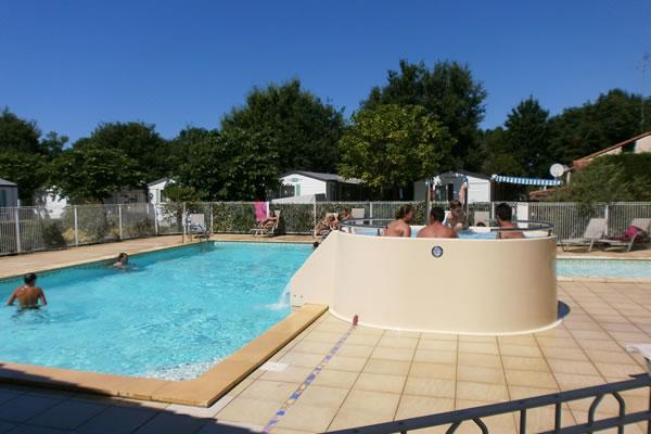 Camping Les Petits Ecureuils piscina