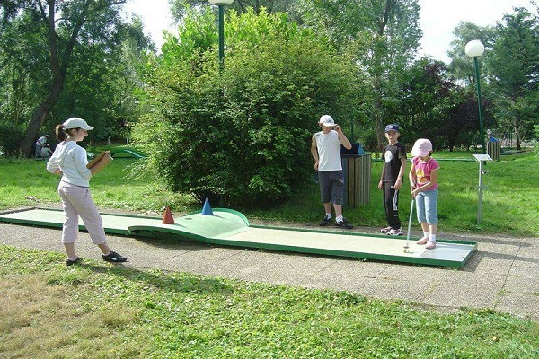 /campings/francia/ile-de-france/sena-y-marne/InternationaldeJablines/mini-golf-jablines.jpg