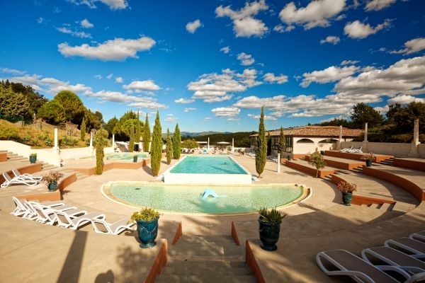 campings/francia/languedoc-rosellon/aude/DomaineArnauteille/vista-general-piscina.jpg