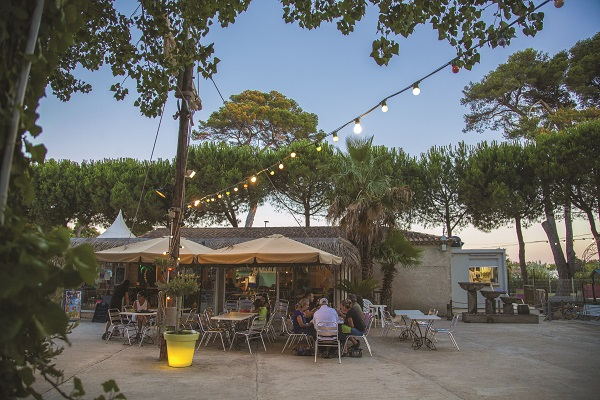 campings/francia/languedoc-rosellon/herault/Domaine Sainte Cécile/terrasse-restaurant.jpg