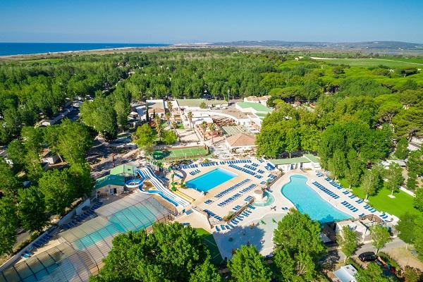 /campings/francia/languedoc-rosellon/herault/DomainelaYole/01-domaine-la-yole-wine-resort-spa-vue-aerienne-parc-aquatique.jpg