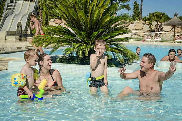 /campings/francia/languedoc-rosellon/pirineos-orientales/LesPins/espace-baignade-enfants-camping-argles-sur-mer.jpg