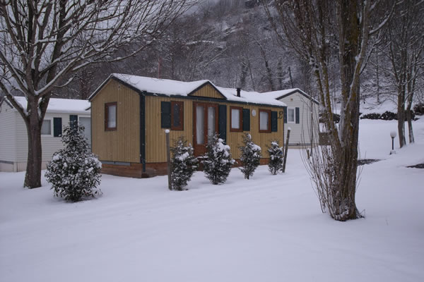 Camping Pyrenees bungalows invierno