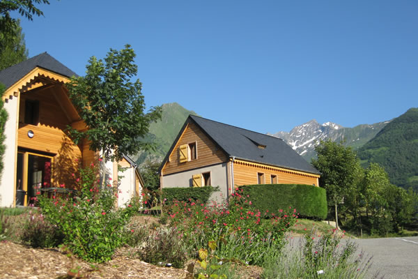 Camping Pyrenees chalets