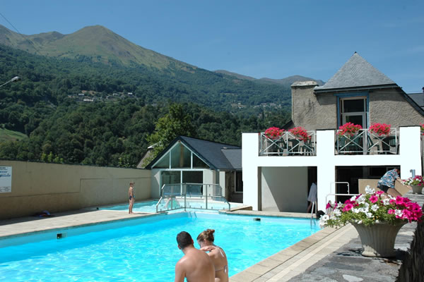 Camping Pyrenees piscina verano