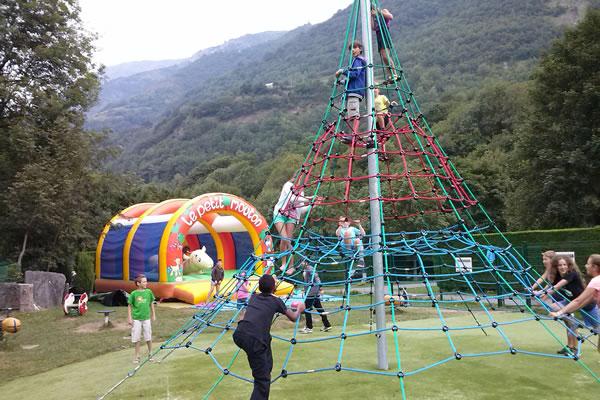 Camping Pyrenees parque infantil
