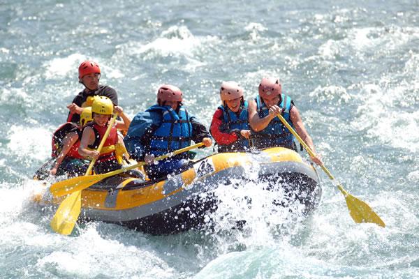 Camping Pyrenees rafting