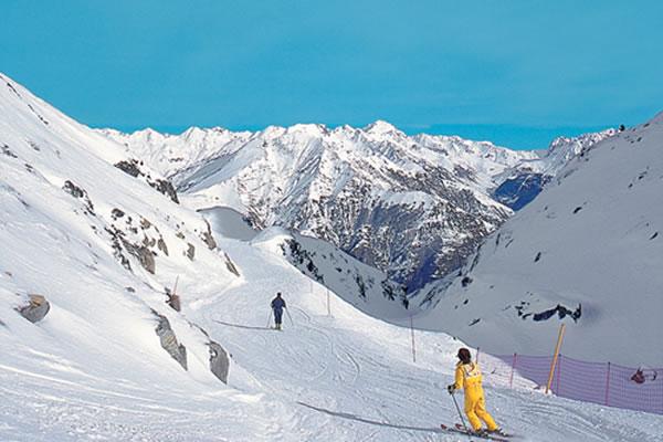 Camping Pyrenees ski