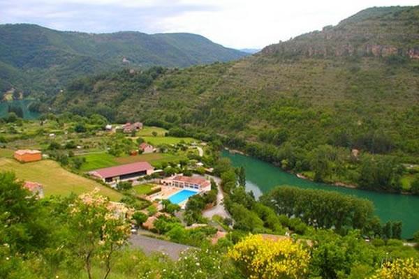 /campings/francia/midi-pirineos/aveyron/DelaCascade/la-cascade-des-naisses-saint-rome-de-tarn-1.jpg