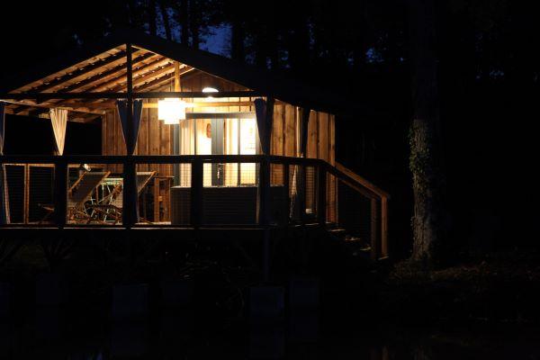 /campings/francia/midi-pirineos/gers/DomaineLacsdeGascogne/domaine-lacs-de-gascogne-cabane-chic-lacustre.JPG