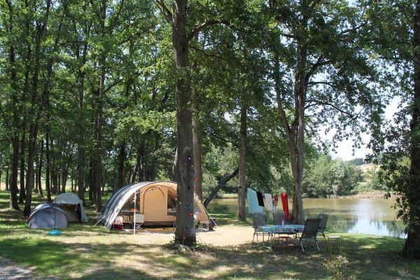 /campings/francia/midi-pirineos/gers/DomaineLacsdeGascogne/domaine-lacs-de-gascogne-camping-au-bord-du-lac.JPG