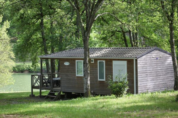 /campings/francia/midi-pirineos/gers/DomaineLacsdeGascogne/domaine-lacs-de-gascogne-cottage-lumire-plus-face-au-lac.JPG