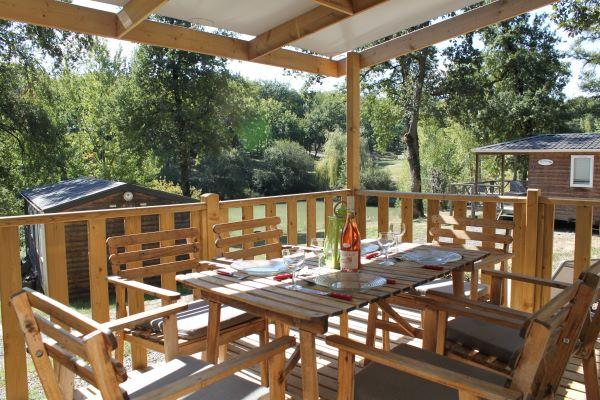 /campings/francia/midi-pirineos/gers/DomaineLacsdeGascogne/domaine-lacs-de-gascogne-terrasse-mh-panoramique.JPG