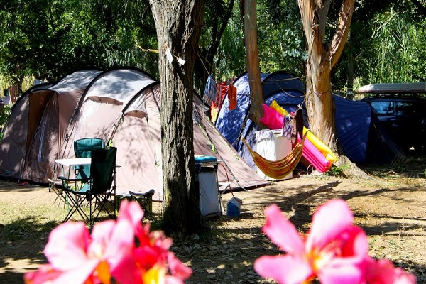 /campings/francia/provenza-alpes-costa-azul/var/Iles or/emplacement-camping-hyeres-1024x471.jpg