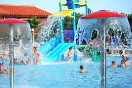 Campings con piscinas espacio acu tico en comunidad for Camping en navarra con piscina