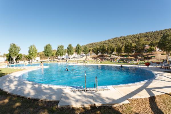 /campings/espana/andalucia/malaga/malaga-interior/LaSierrecilla/piscina-004-min.jpg