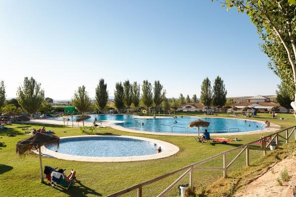 /campings/espana/andalucia/malaga/malaga-interior/LaSierrecilla/piscina-012.jpg