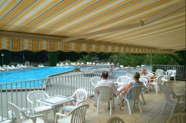 /campings/francia/aquitania/landas/LouPtit/camping-landes-terrasse-piscine.jpg
