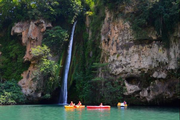 /campings/francia/midi-pirineos/aveyron/DelaCascade/la-cascade-des-naisses-2.jpg