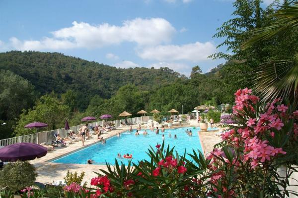 Camping les pinedes en la colle sur loup gu a vayacamping for Virginia piscines la colle sur loup