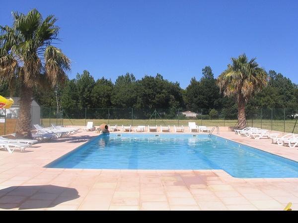 /campings/francia/provenza-alpes-costa-azul/var/AuFlamenco/piscine-074.jpg