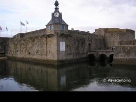 Concarneau con su puerto antiguo fortificado